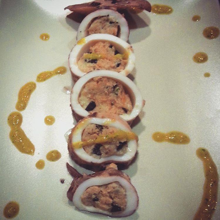 calamari ripieni con salsa alla curcuma